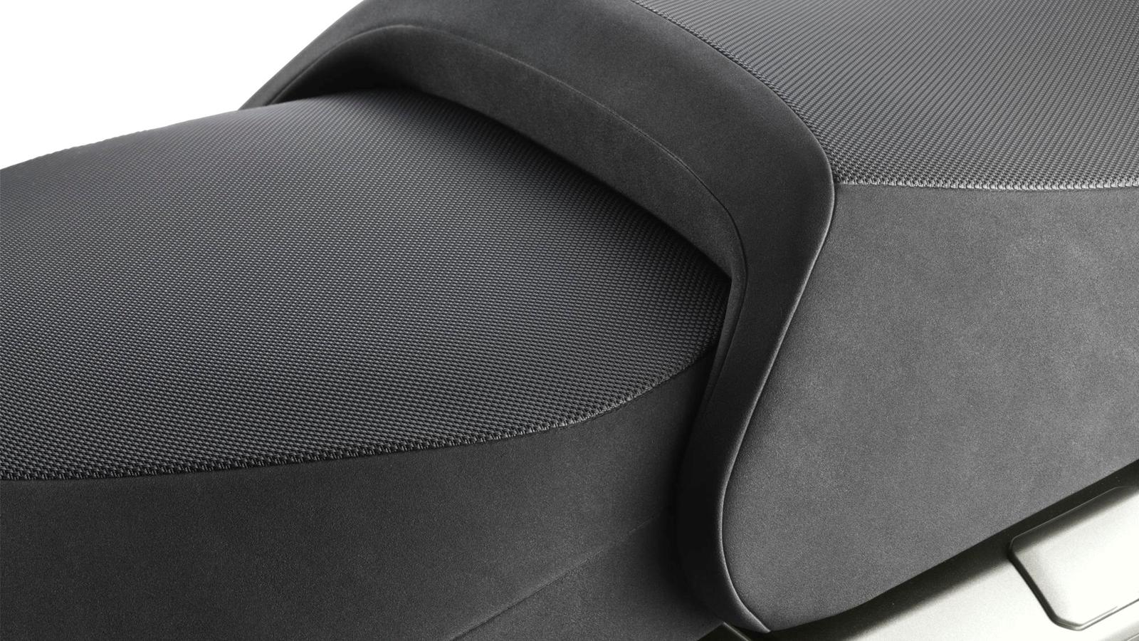 2013-FJR1300A-EU-Frosted-Blade-Detail-002-osob
