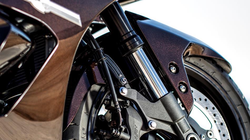2014-Yamaha-FJR1300AE-EU-Magnetic-Bronze-Detail-002-osob