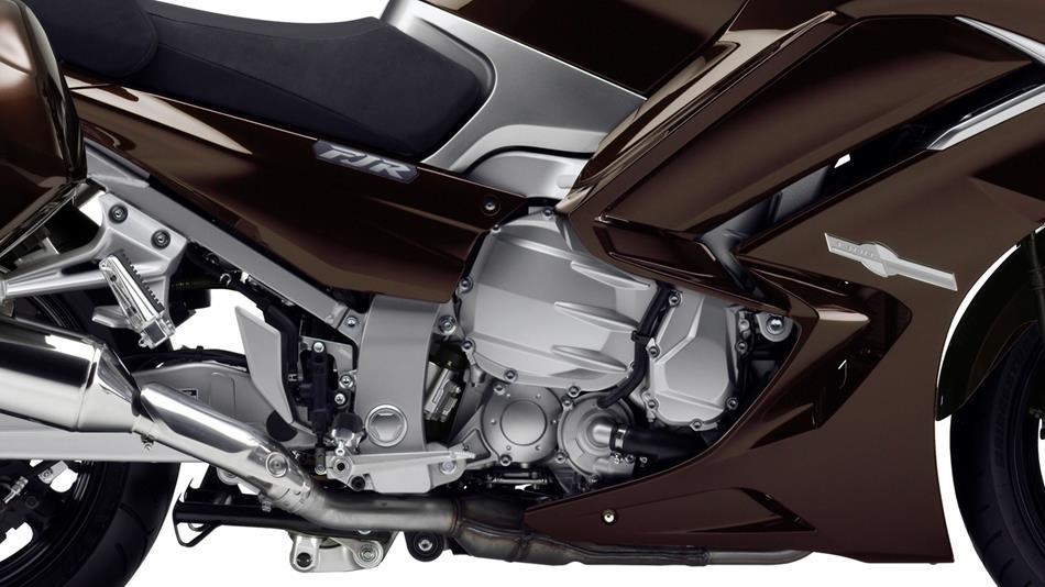 2014-Yamaha-FJR1300AE-EU-Magnetic-Bronze-Detail-003-osob