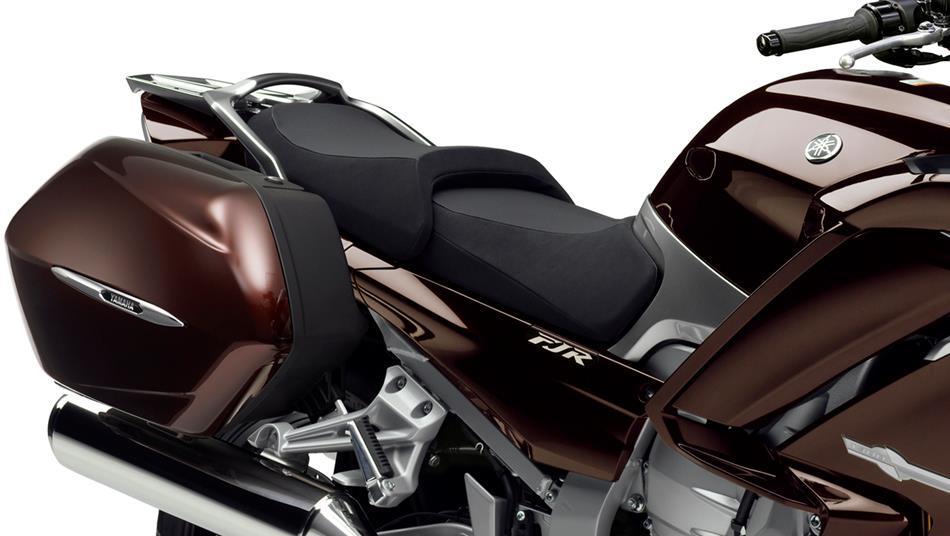 2014-Yamaha-FJR1300AE-EU-Magnetic-Bronze-Detail-005-osob