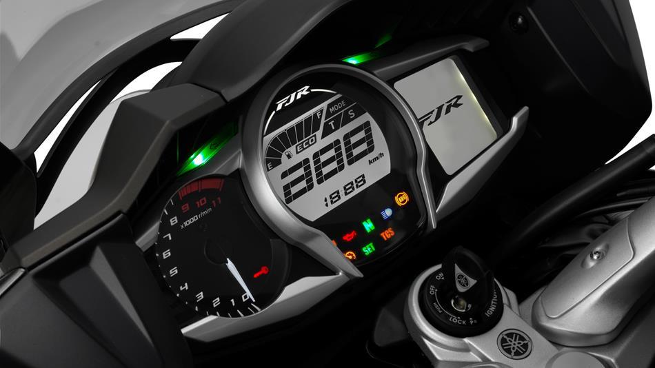 2014-Yamaha-FJR1300AE-EU-Magnetic-Bronze-Detail-006-osob