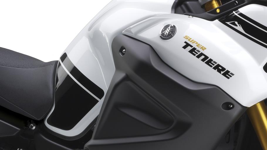 2014-Yamaha-XT1200ZE-Super-Tenere-EU-Competition-White-Detail-007-osob