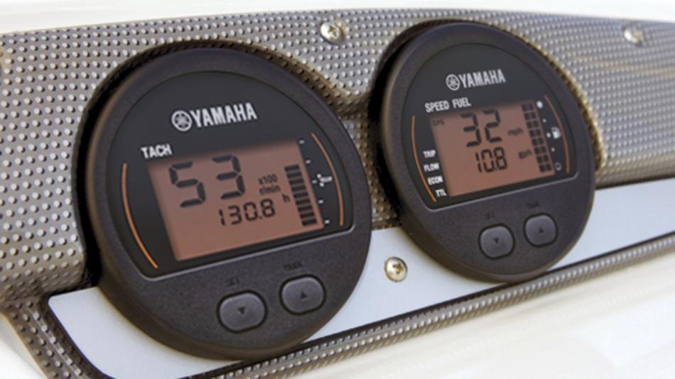 2016-Yamaha-F30-F40-EU-NA-Detail-003-osob